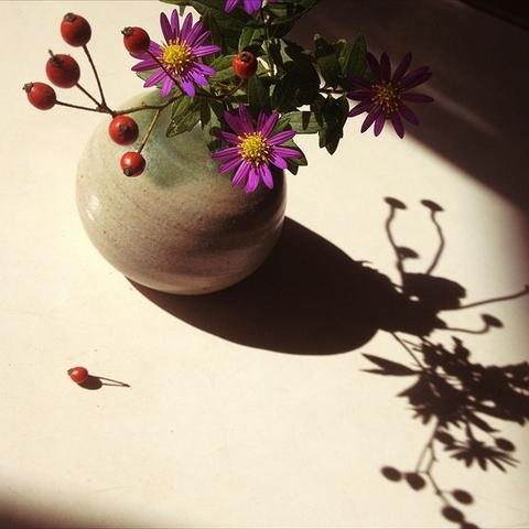 _テーブル上の花.jpg